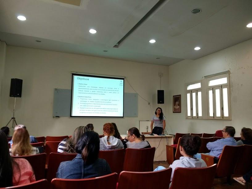 Reizane Maria Damasceno apresenta seus resultados sobre projeto envolvendo gestão pública colaborativa, tecnologias móvel e geoprocessamento.
