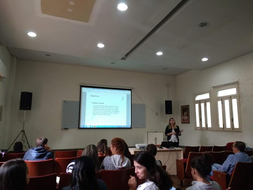 Ana Maria apresenta sua iniciação científica sobre estimativa de sedimentos suspensos no rio Araguaia usando imagens orbitais.