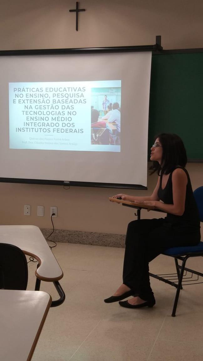 Mestranda Karen - IFG Anápolis, em apresentação durante o V EHECO - PUC Goiás 2019